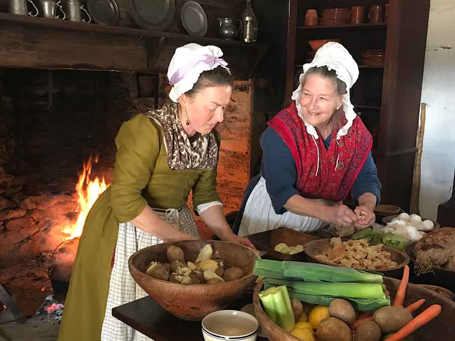 recreation of ladies cooking at Alamance Battleground NC